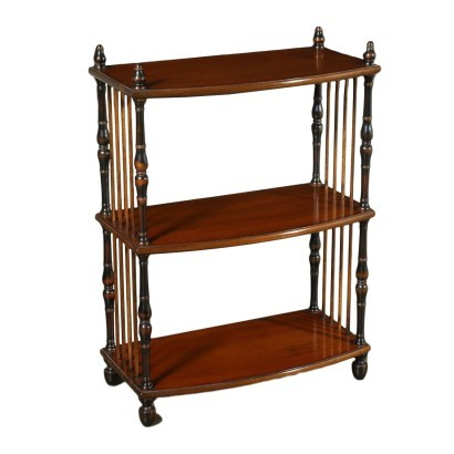 Etagere in Stile